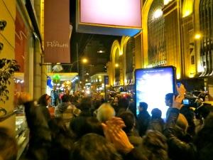 las calles, llena de los asistentes a la fiesta